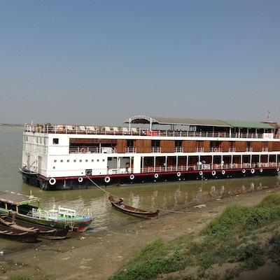 Elvecruiseskip på Irrawaddy