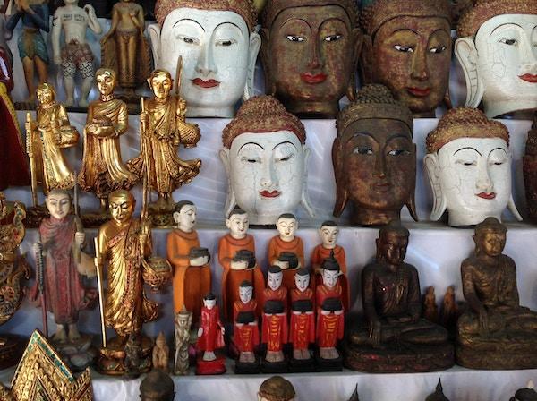 Statuer av Buddha