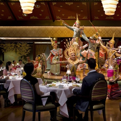 Bangkok restaurant sala rim naam dancers 5