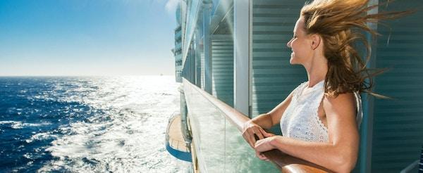 Dame på cruise