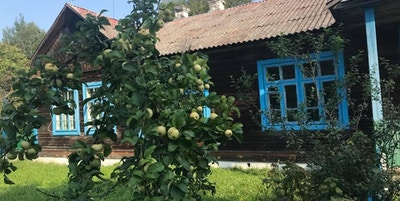 Hus med eplehage i Hviterussland
