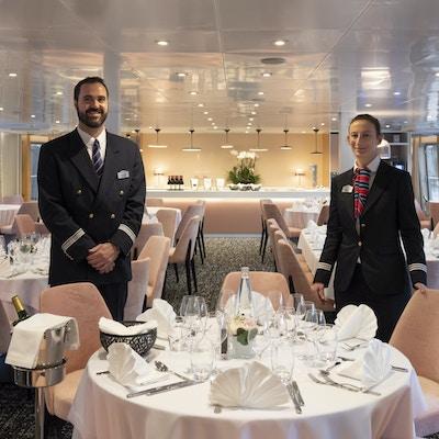 Hovmestere i skipsrestaurant