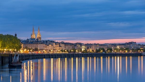 Havna i Bordeaux i kveldslys
