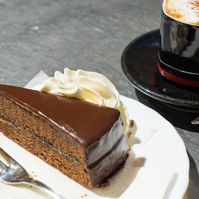 Sachertorte og kaffe