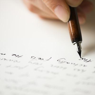 Manus skrevet med blekkpenn.