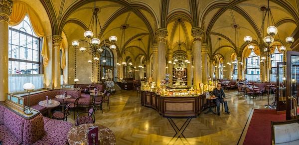 Interiør Café Central i Wien