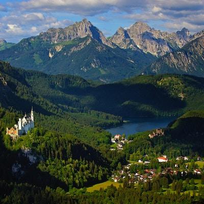Neuschwanstein med landskap